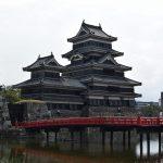 【長野】国宝「松本城」の天守閣は大混雑!休日に小さな子供連れで行く場合は時間帯にご注意を!