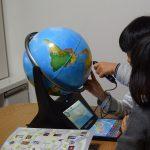 しゃべる地球儀ネオビジョンは何歳から楽しめる?4歳と3歳のうちの子たちの場合【ココチモ】