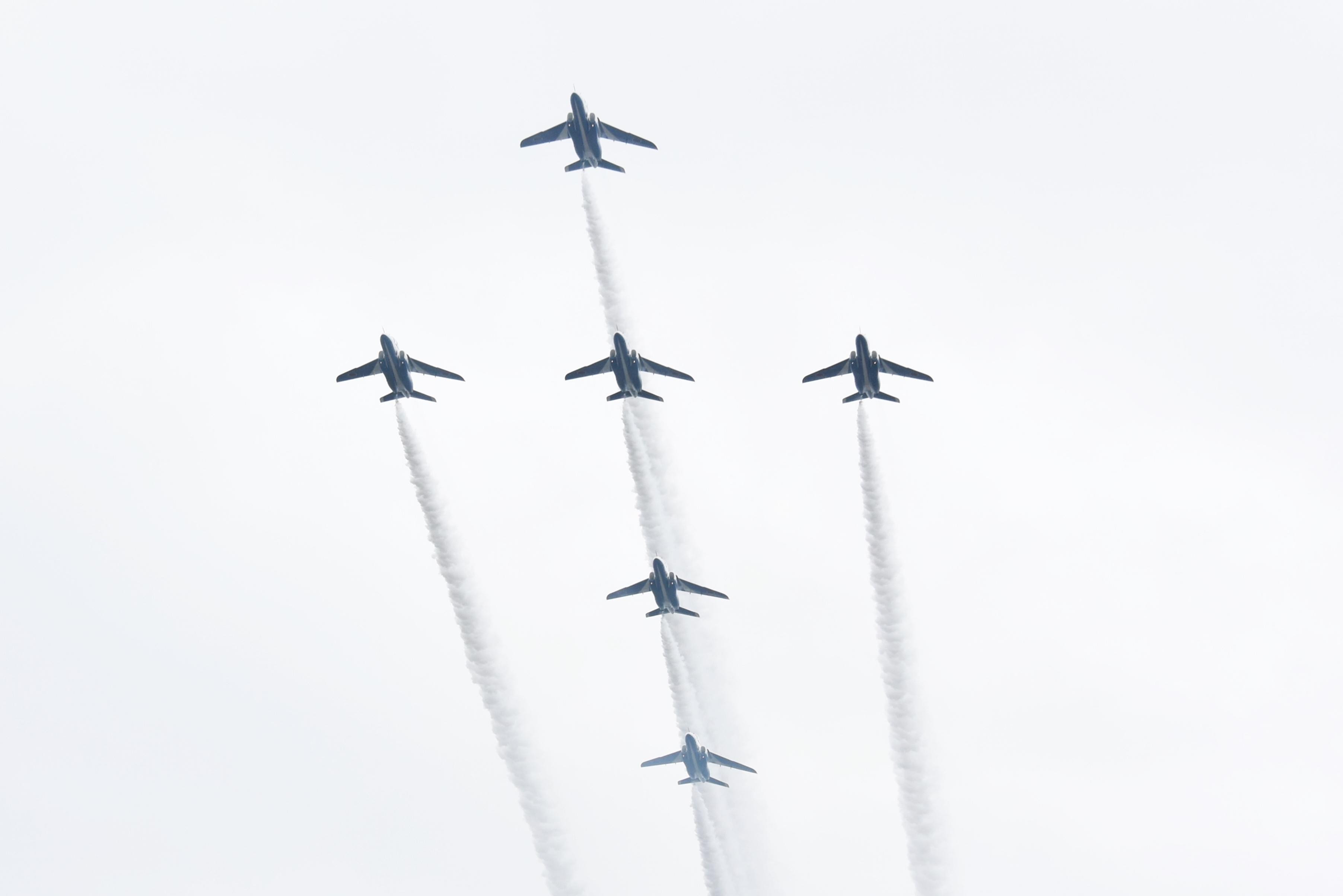 入間基地航空祭2019年ブルーインパルス課目(グランドクロス・ローパス)