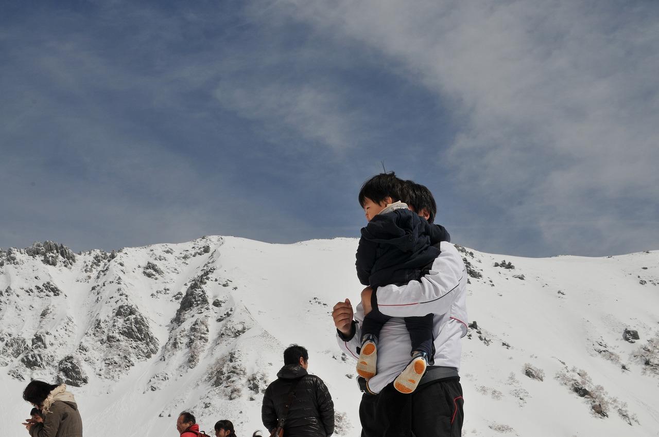 駒ヶ岳「千畳敷カール」のゴールデンウィークは銀世界
