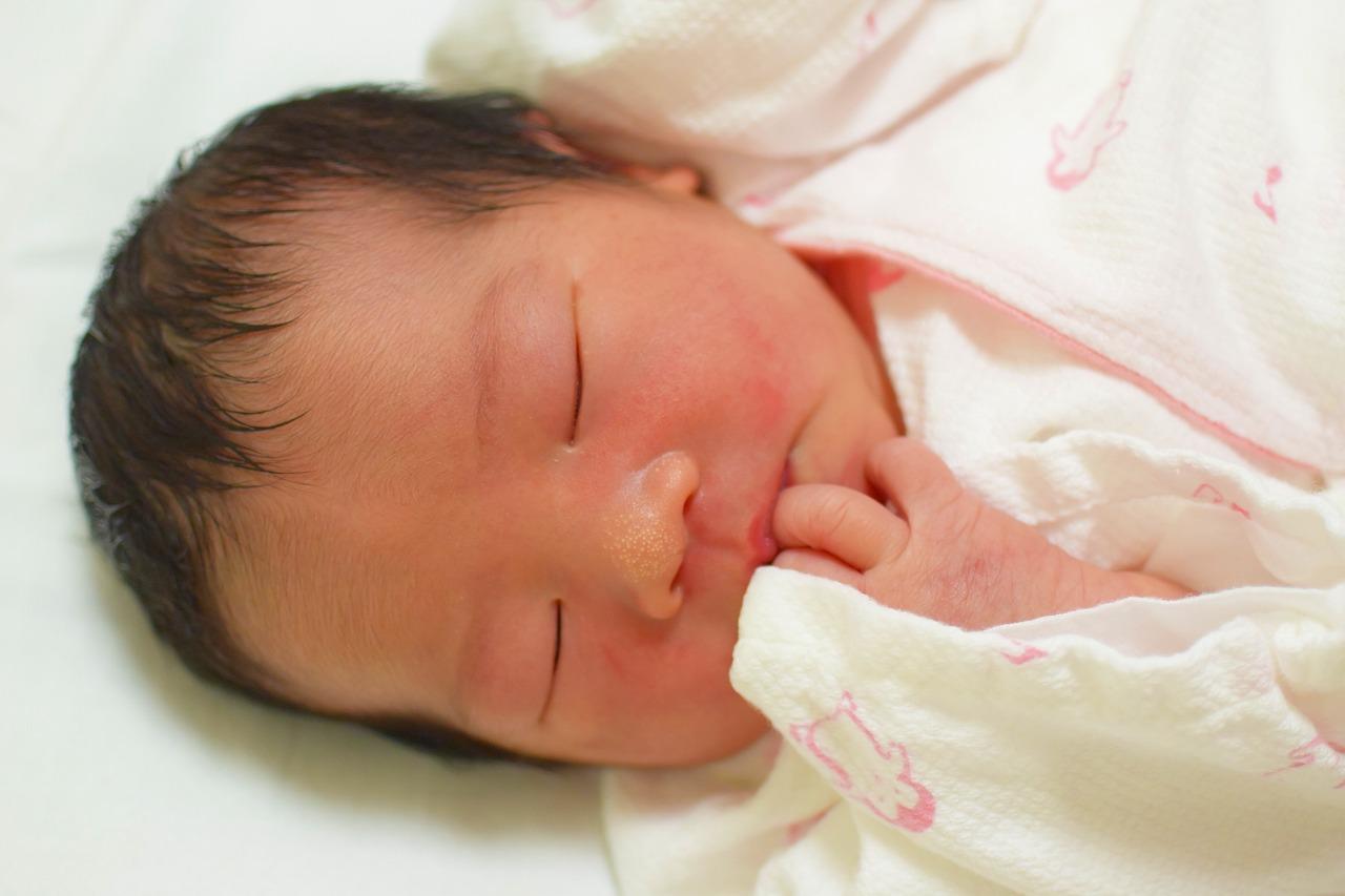 新生児の鼻に出来る白いプツプツは何?心配ないもの?