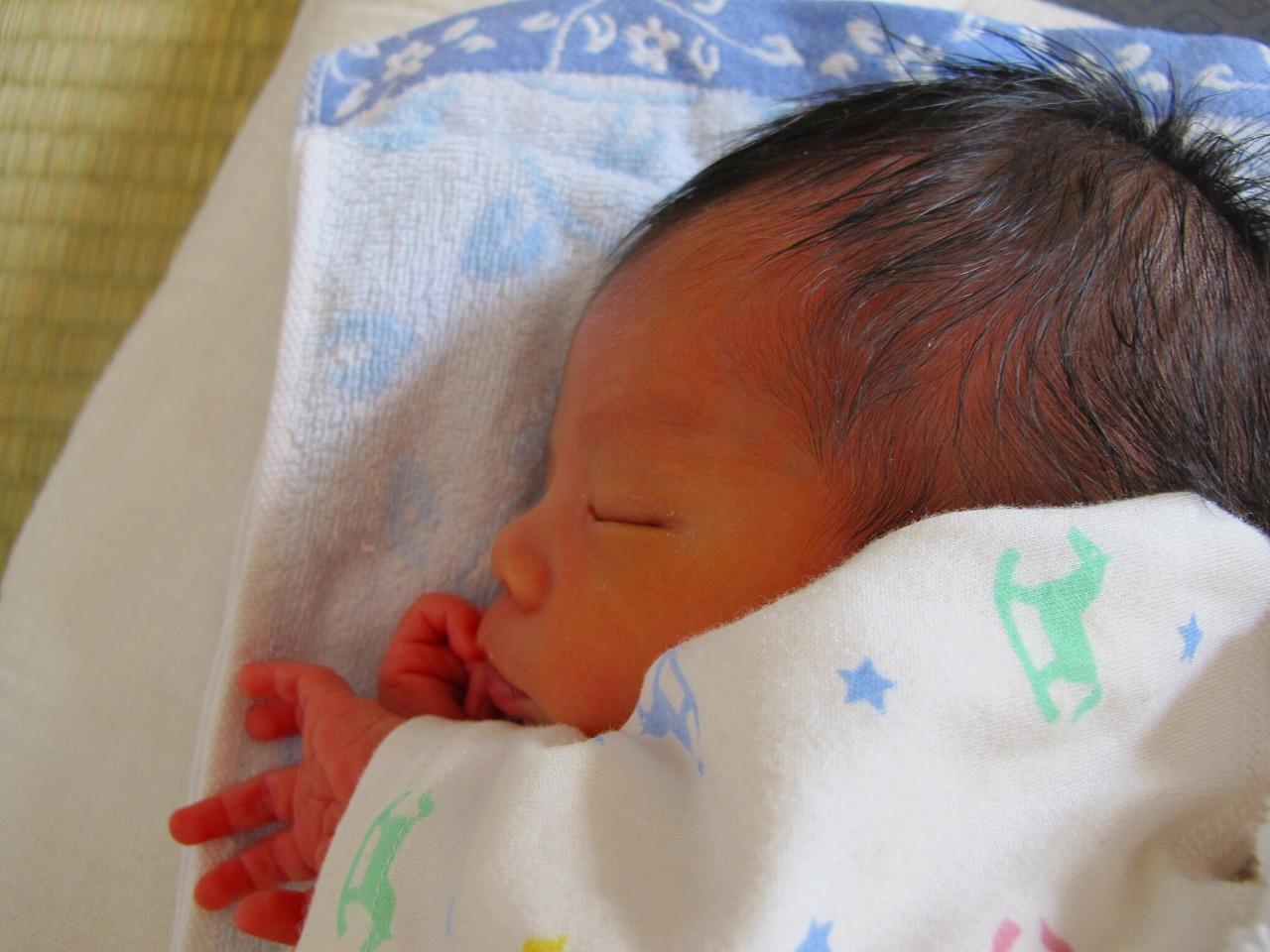 【年子妊娠】完全母乳で生理が再開した場合、母乳への影響は?