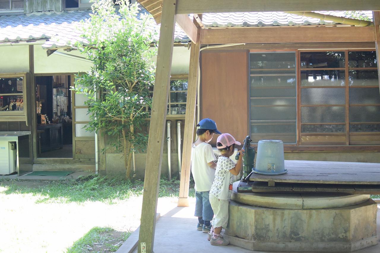 トトロのふるさとクロスケの家の母屋の裏