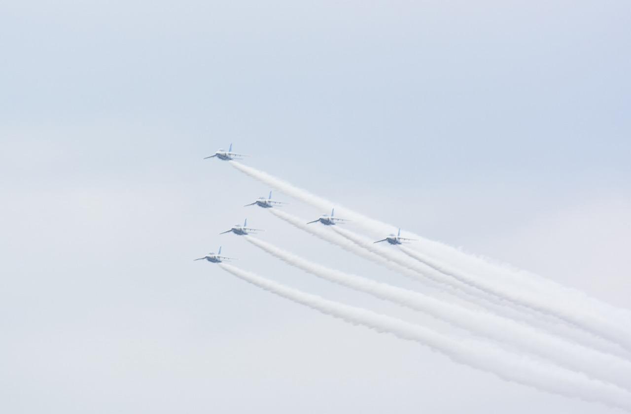入間基地航空祭2019年ブルーインパルス課目(スワン・ローパス)