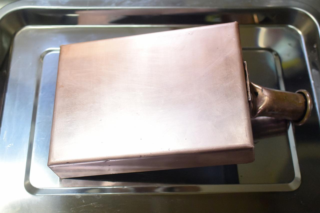 真っ黒に焦げた「銅の卵焼き器」をピカピカに磨きあける